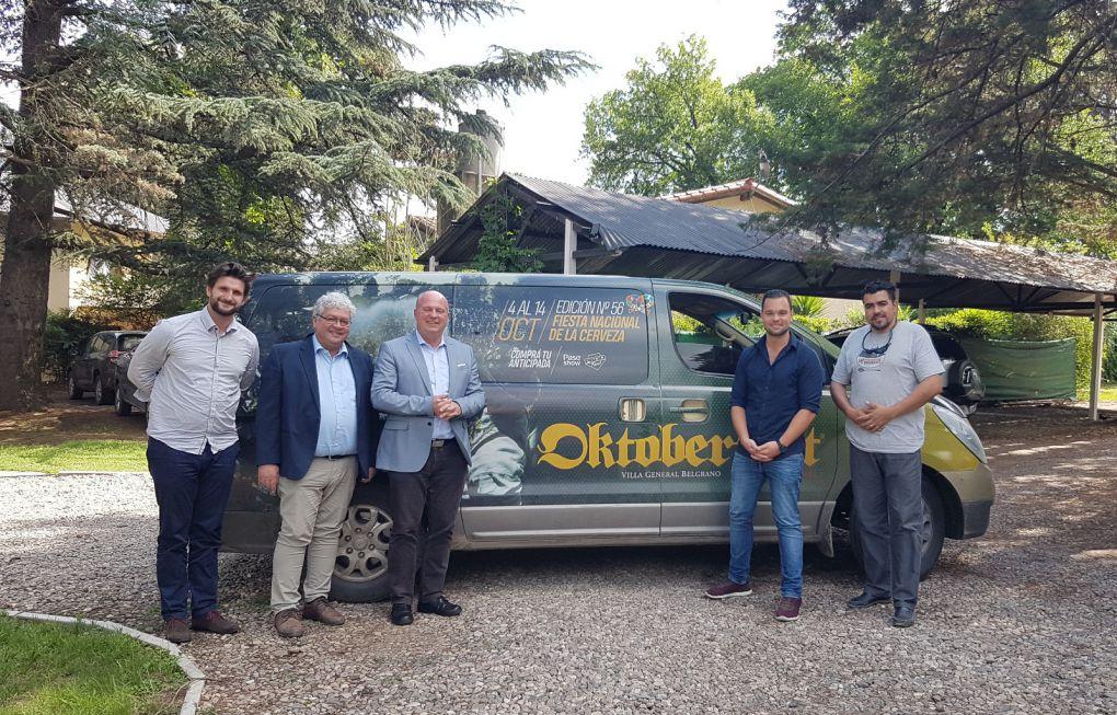Ausbildungsexperten Thorsten Wiesent und Dr. Bernd Haberl mit Hartmut Koschyk und Dr. Marco Just Quiles in Villa General Belgrano, Provinz Córdoba.