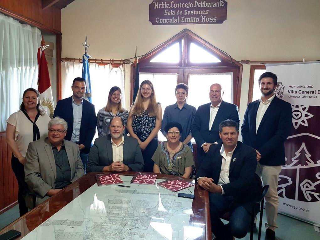 Empfang durch Bürgermeister Sergio Favot (zweiter von unten links) im Rathaus von Villa General Belgrano, Provinz Córdoba.