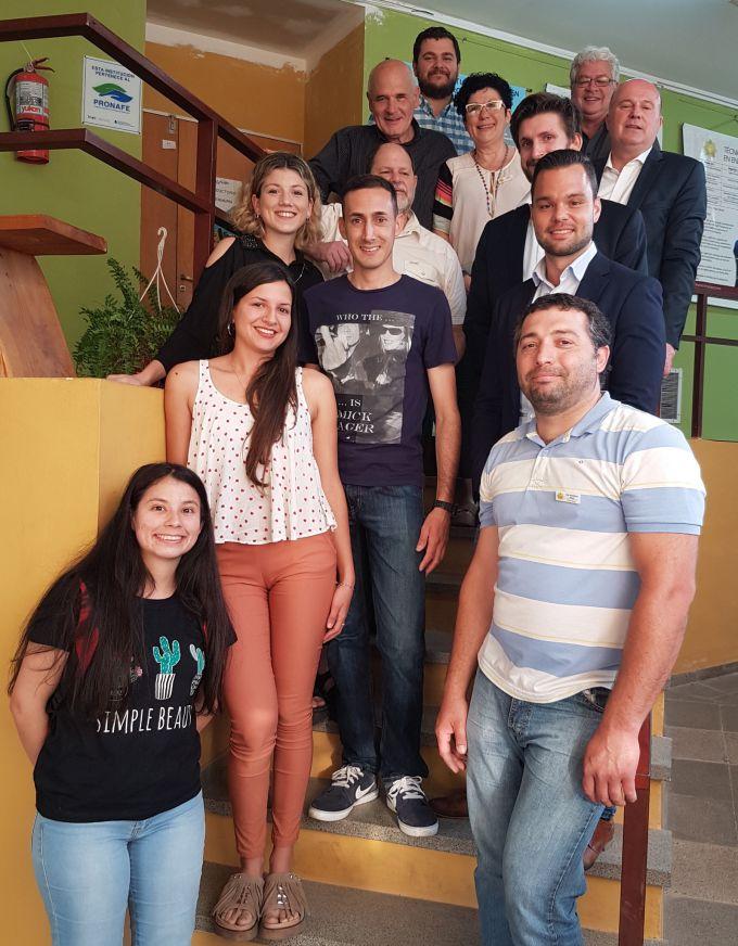"""In der Berufsschule """"ITEC Foro de los Rios"""" in Villa General Belgrano mit Auszubildenden und Absolventen."""