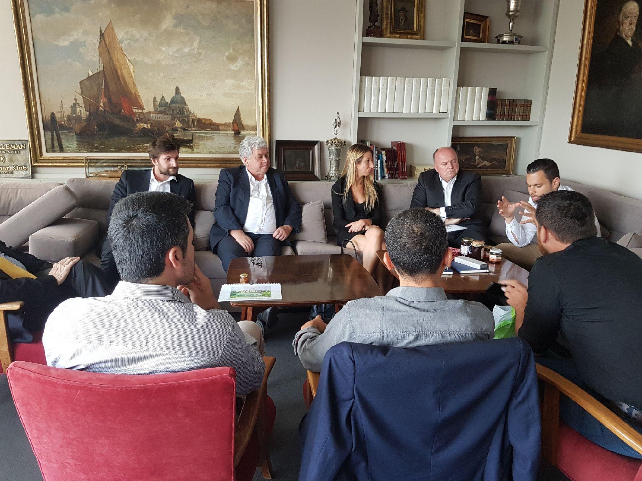 Besprechung im Deutschen Klub in Buenos Aires mit dem Organisationsteam der Initiative #Junges Netzwerk unter Dr. Marco Just Quiles über die Strategie für die Fortführung des Projektes in 2020.