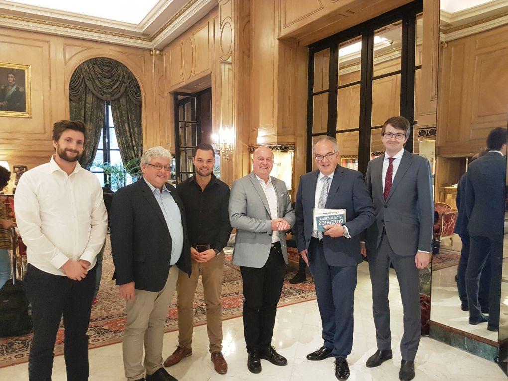 Mit dem Deutschen Botschafter Jürgen Christian Mertens und dem ersten Botschaftssekretär Adrian Oroz Guldi in Buenos Aires.
