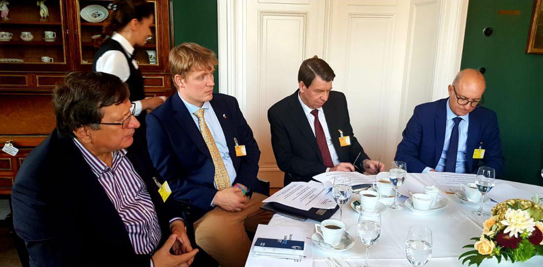 Legationsrat Pietro Merlo, ZfA Berater David Klausa, F.A.A.G. Vizepräsident German Lehrke und Referatsleiter Mario Sauder