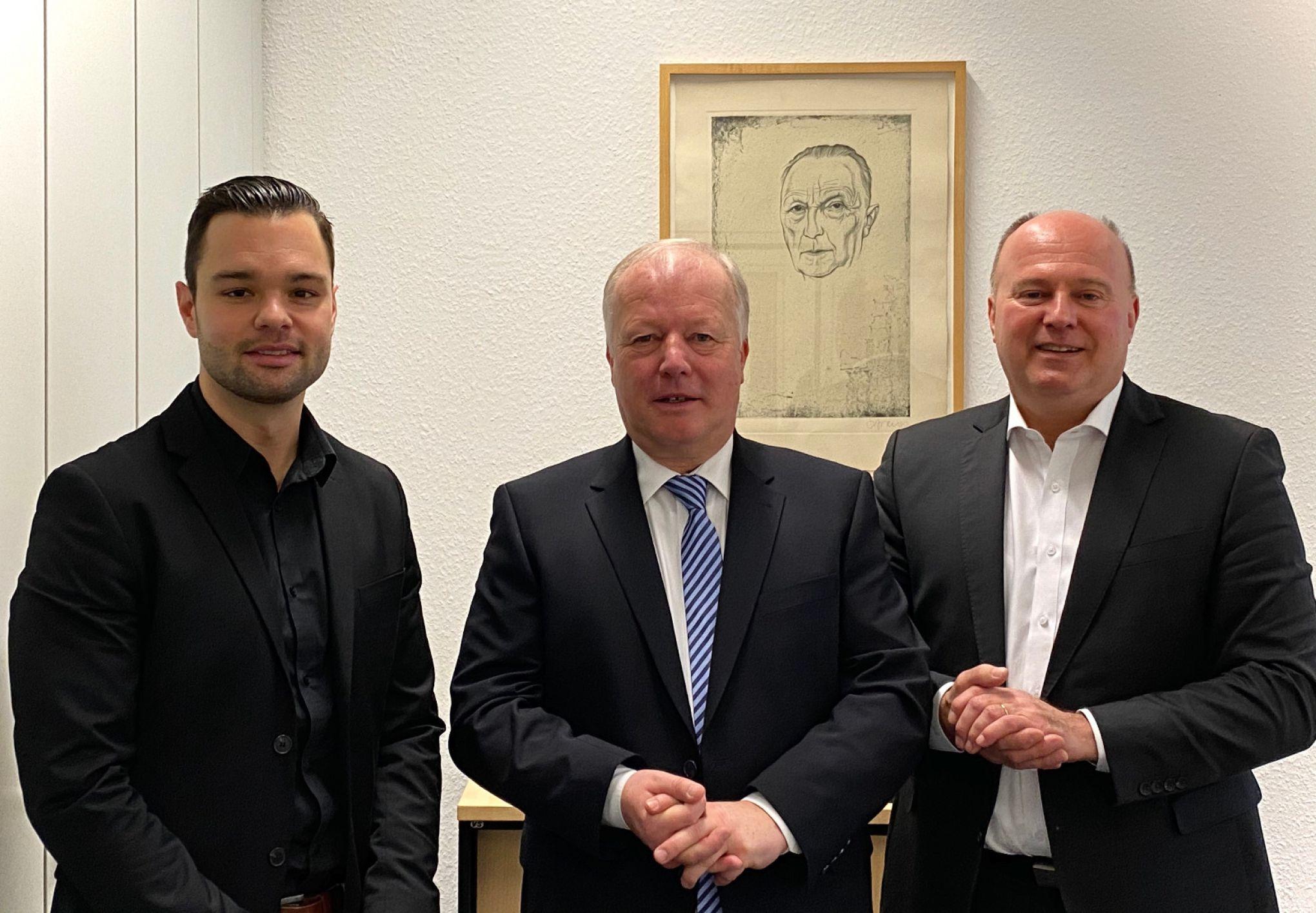 Stiftungsratsvorsitzender Hartmut Koschyk und Projektleiter Dr. Just Quiles im Gespräch mit dem Vorsitzenden des Arbeitskreises Lateinamerika in der CDU/CSU-Bundestagsfraktion, Herrn Peter Weiß MdB.